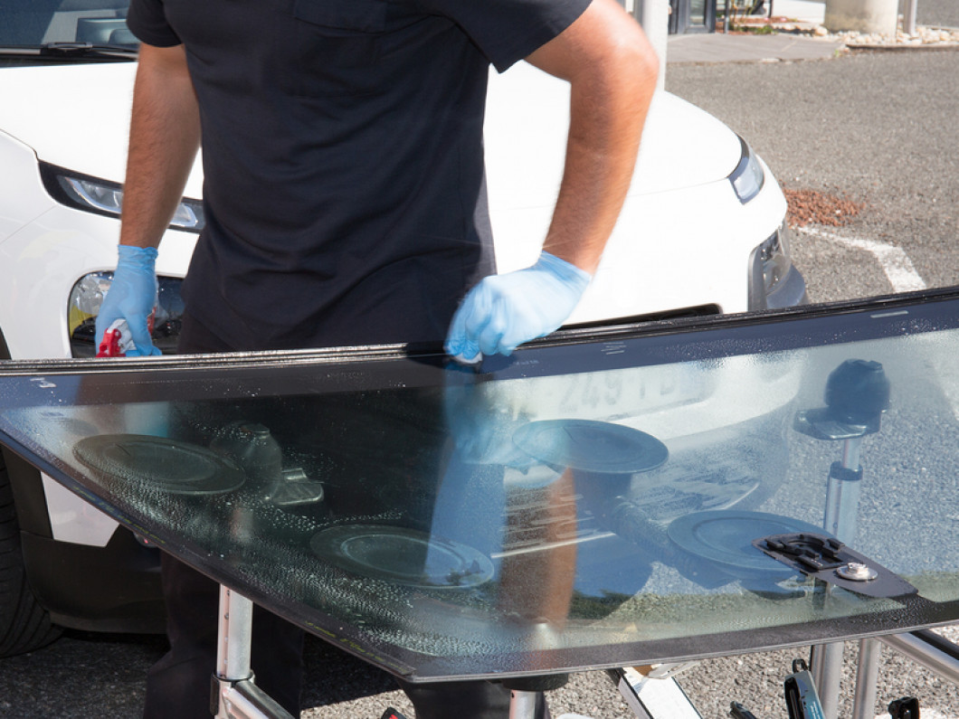 Take Advantage of Speedy Mobile Auto Glass Repair Services